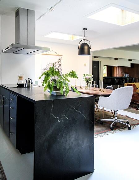 kirsten-grove-simply-grove-waxed-soapstone-countertops-polycor