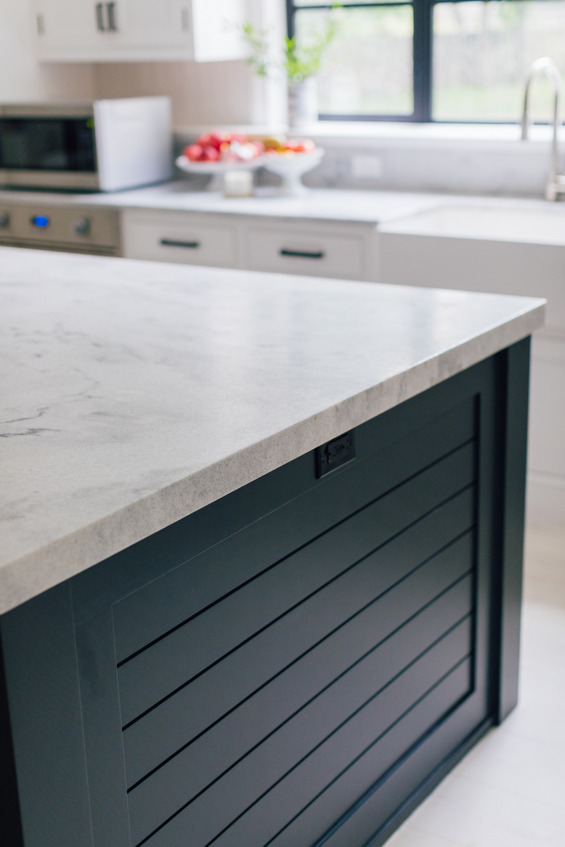 olycor - Happily Eva After - White Cherokee marble kitchen 3 edge of counter