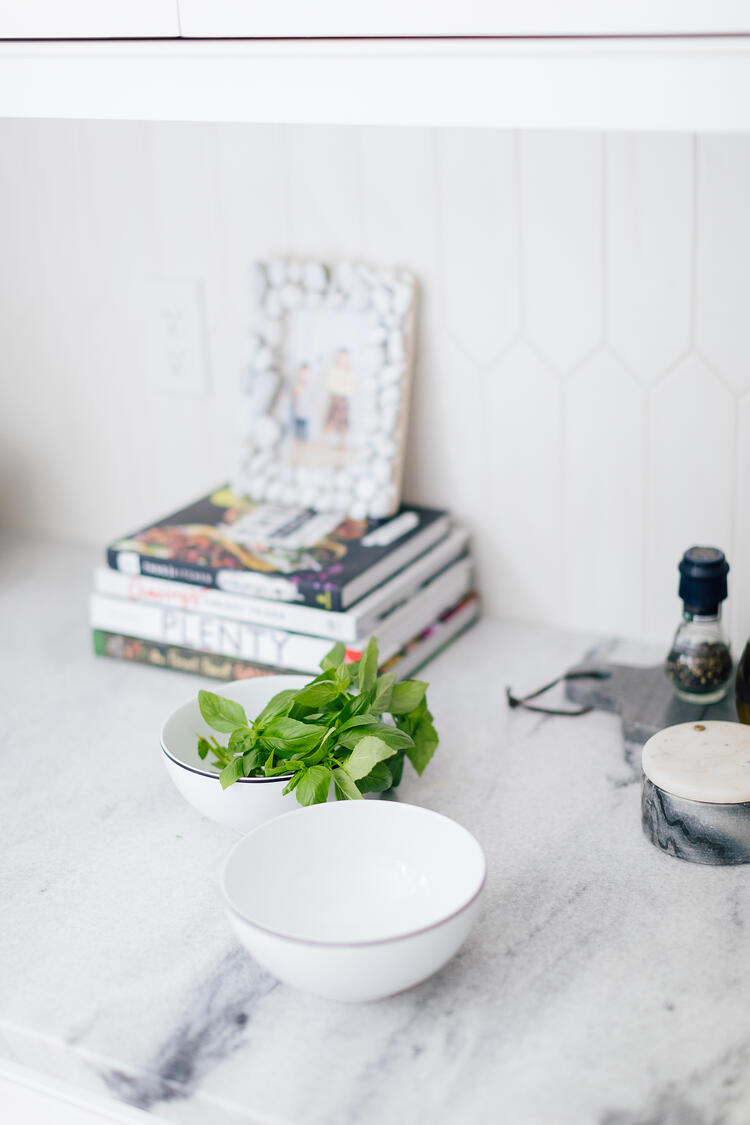 olycor - Happily Eva After - White Cherokee marble kitchen