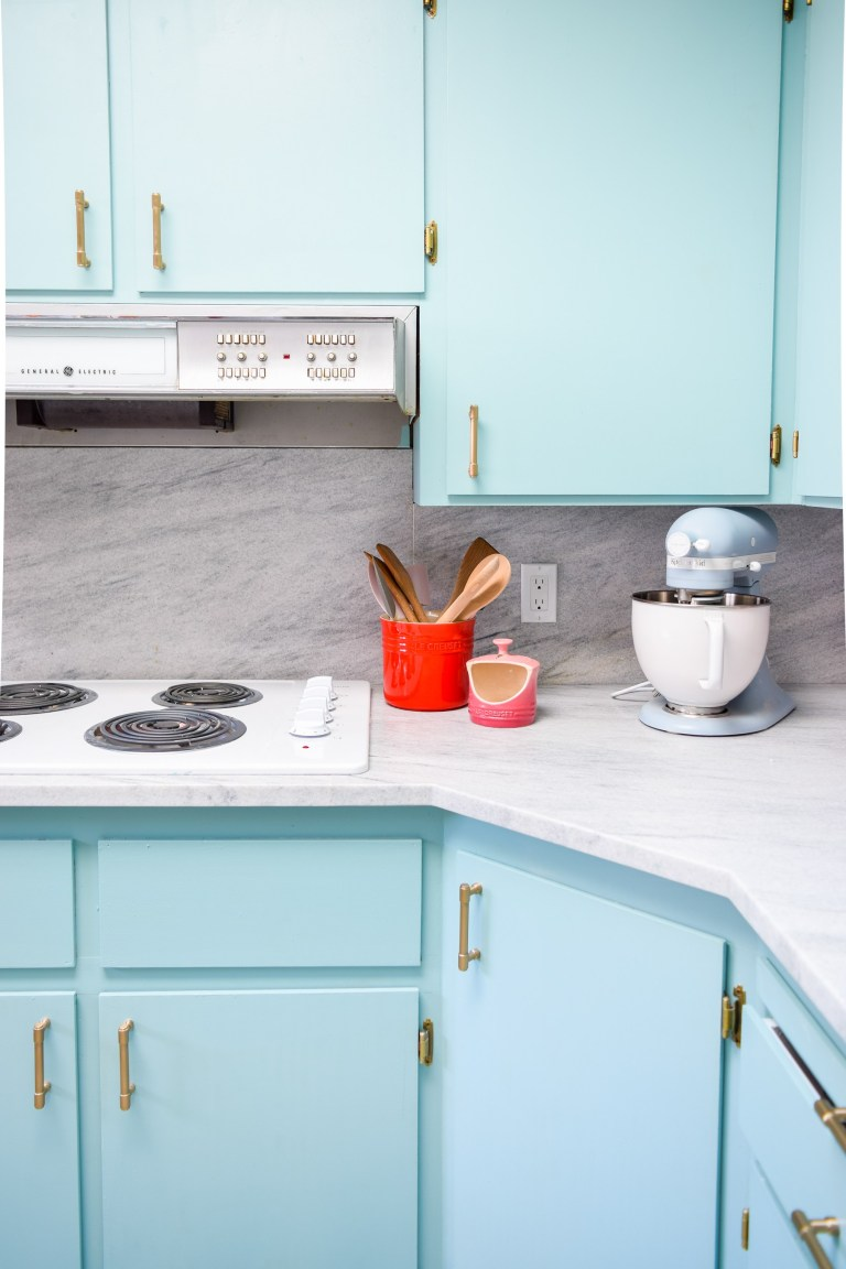 PMQ-For-Two-White-Cherokee-marble-kitchen-quebec (4)